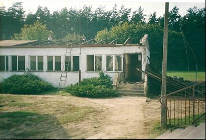 Barak służący jako budynek szkoły