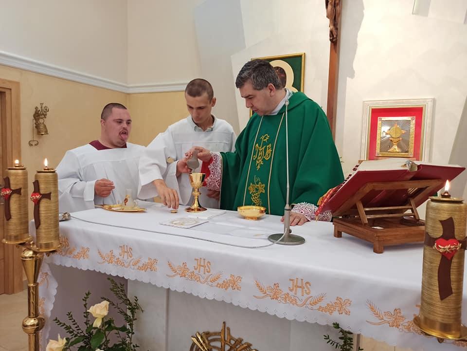 Msza świeta z udziałek ks. Biskupa Wojciecha na zakończenie roku szkolnego.