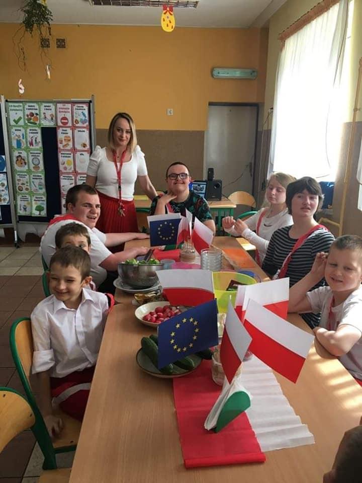 Na zdjęciu przedstawieni są uczniowie, którzy reprezentowali Poskę.